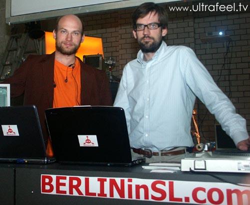 Jan Northoff und Tobias Neisecke von YOUseeMEin3D.com in Berlin im Alexa-Einkaufszentrum am Alexanderplatz.